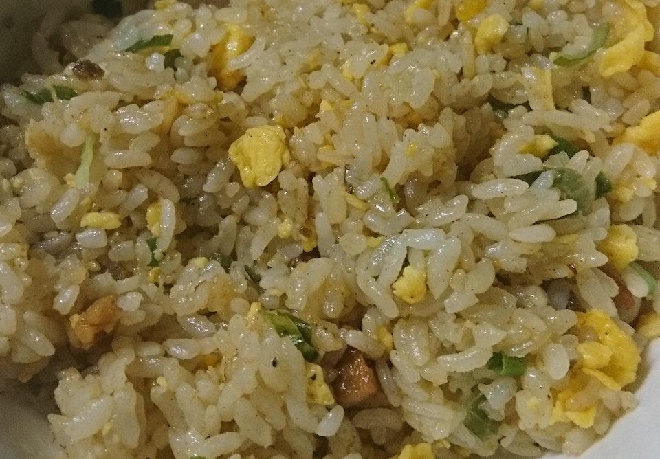 味の素の焦がしにんにくのマー油と葱油が香るザ★チャーハン