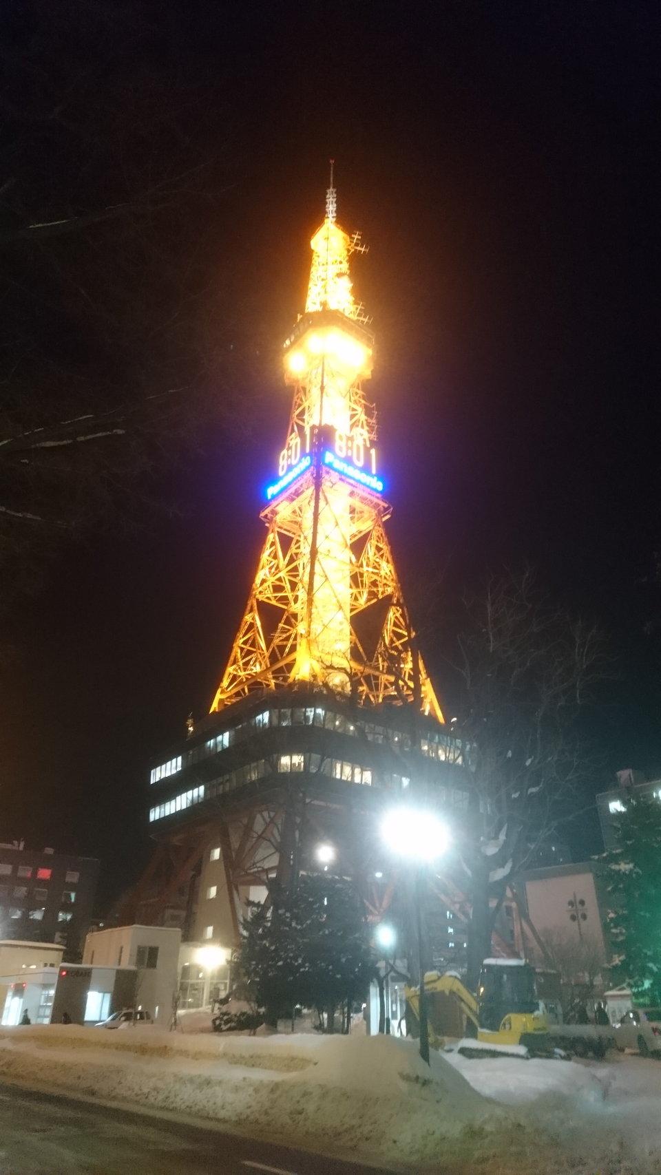 テレビ塔ライトアップ近景