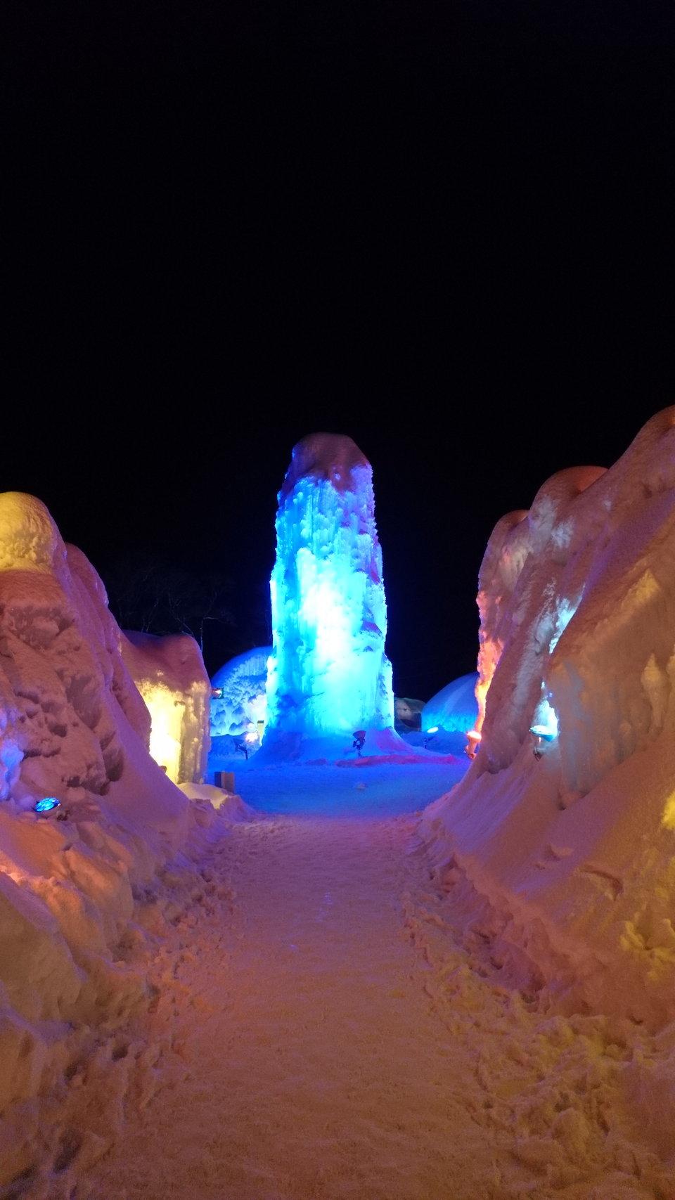 支笏湖氷濤まつり会場入口付近の高い塔