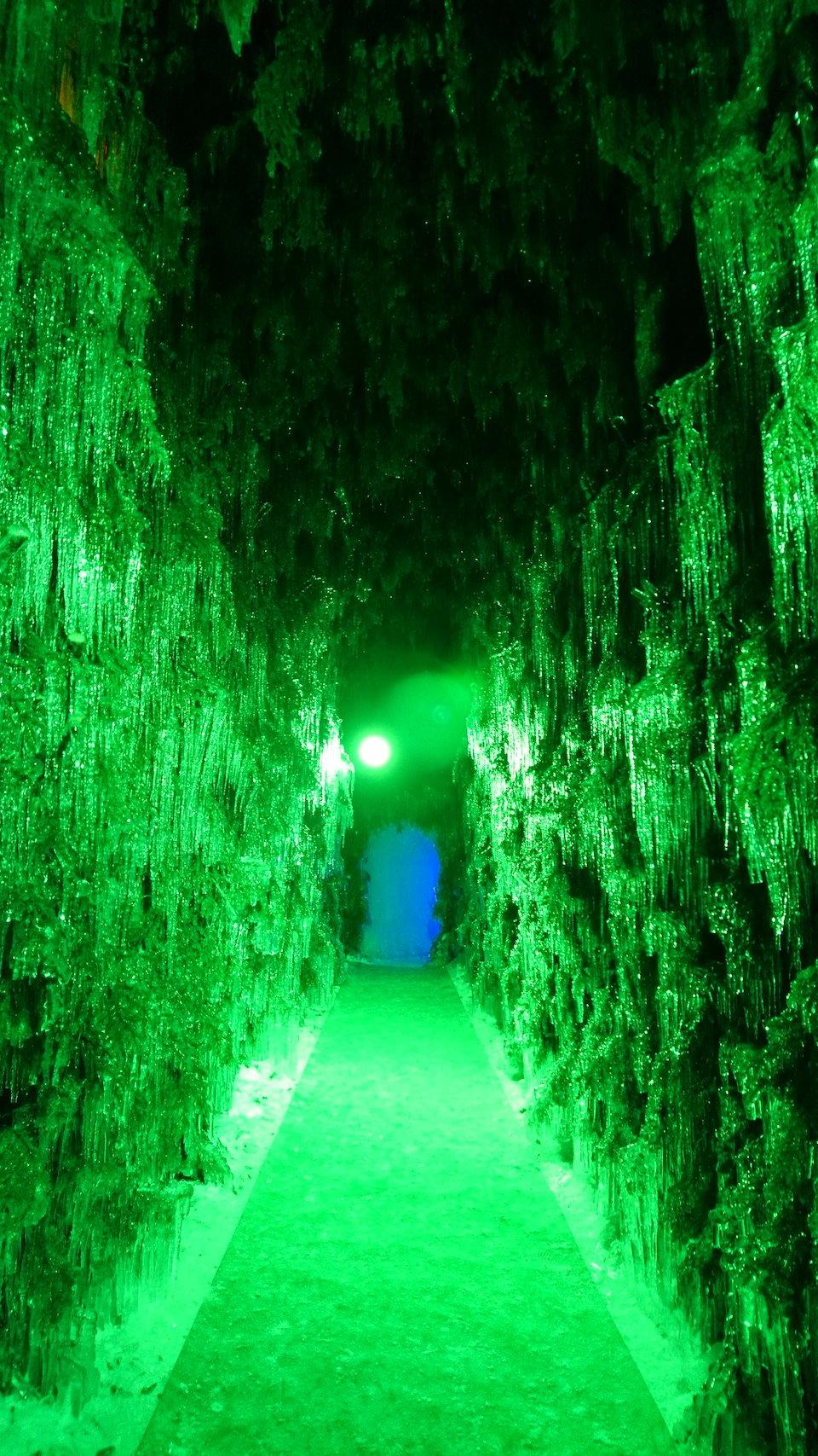 支笏湖氷濤まつり苔の洞門直線通路