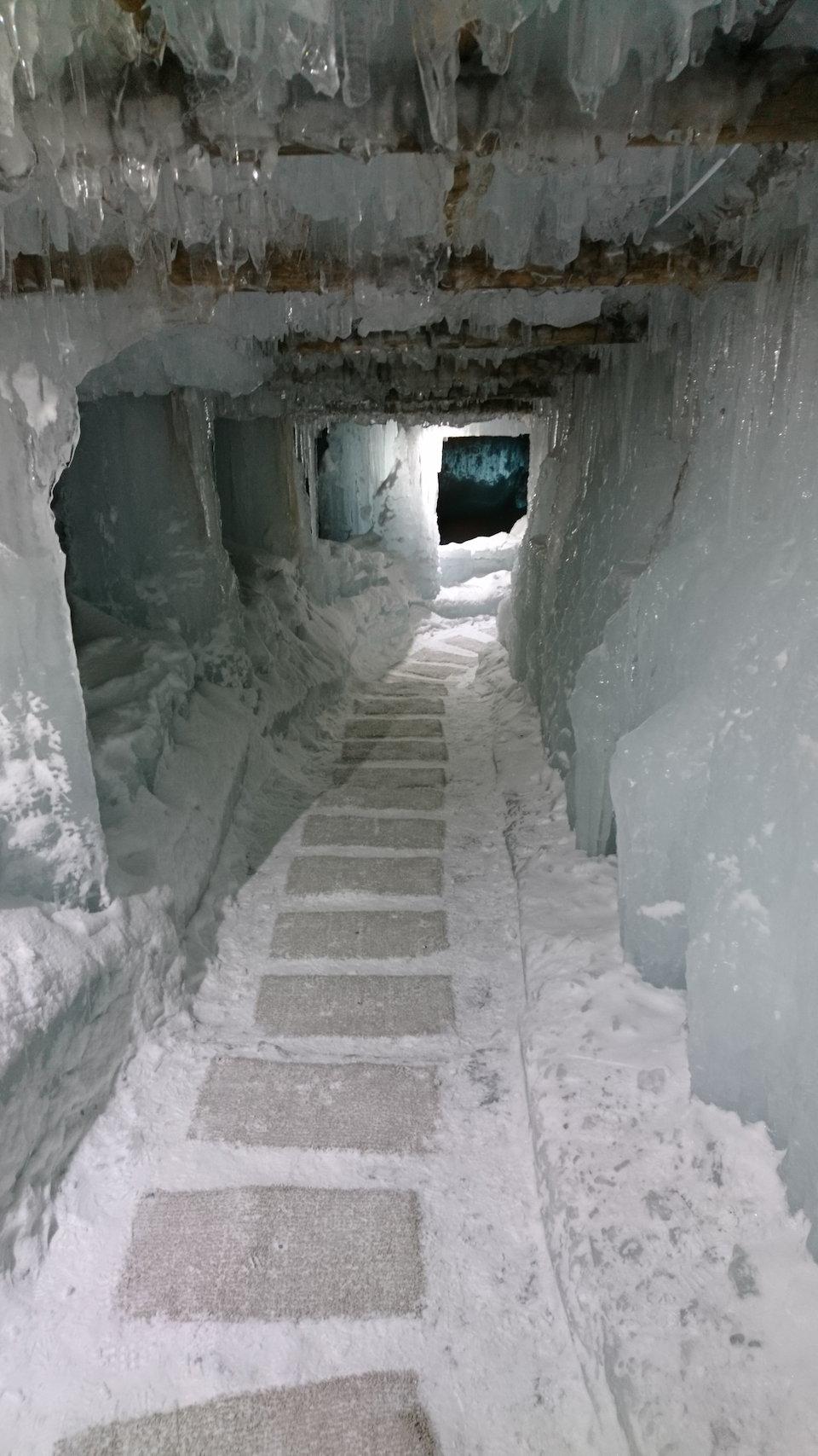 支笏湖氷濤まつり天空回廊下り螺旋通路続き