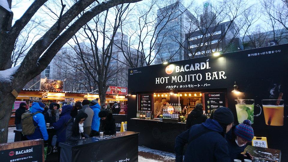 さっぽろ雪まつりの食の広場中心付近