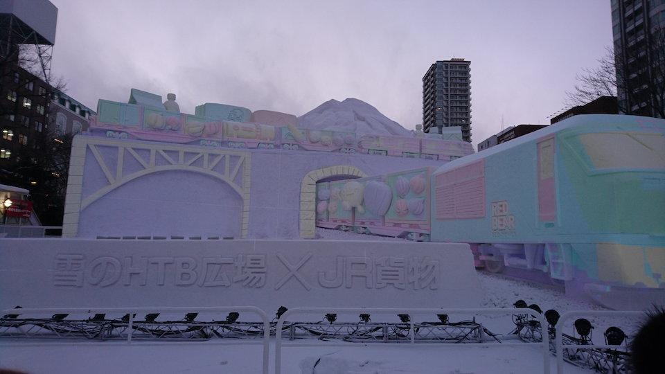 さっぽろ雪まつりのHTB広場JR貨物プロジェクションマッピングのステージ正面