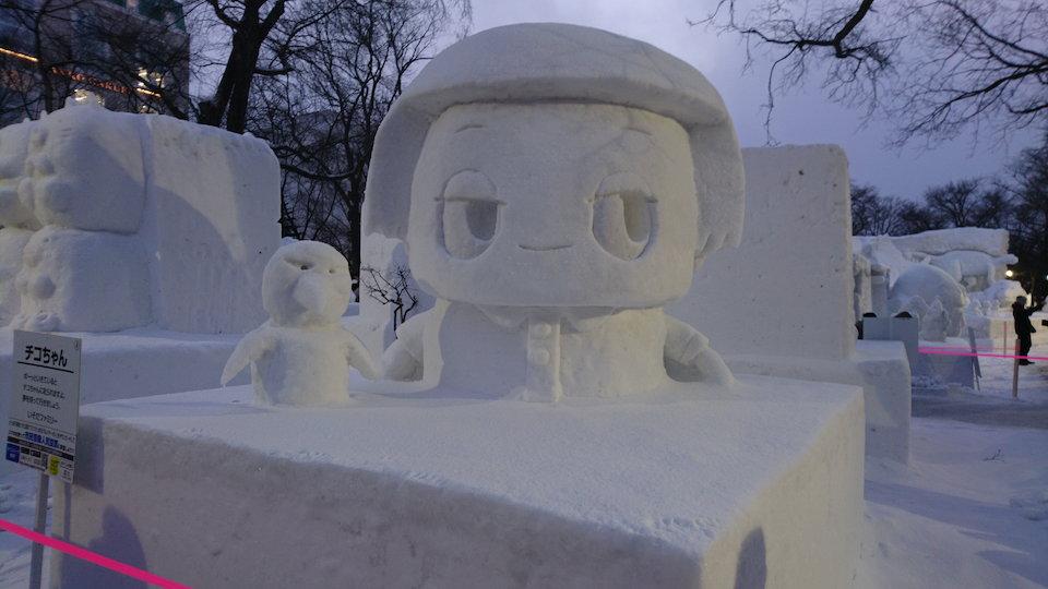 さっぽろ雪まつりのチコちゃんの雪像