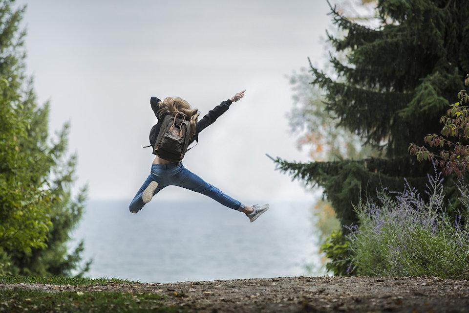喜び 挑戦 冒険 ジャンプ