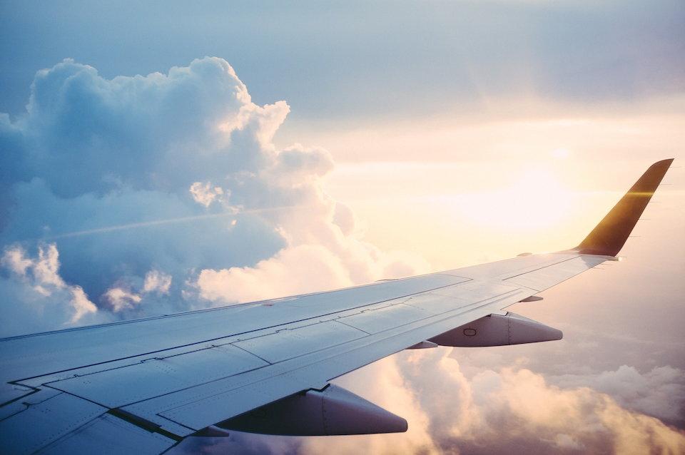 飛行機 翼 旅立ち