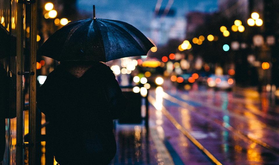 雨 傘 夜 街